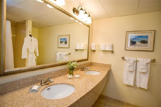 Hotel Rehoboth: Granite bathroom