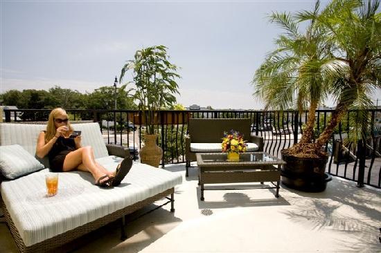 Hotel Rehoboth: Oversized balcony on Rehoboth Avenue