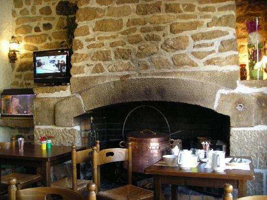 Logis Le Barriol: Breakfast in the bar