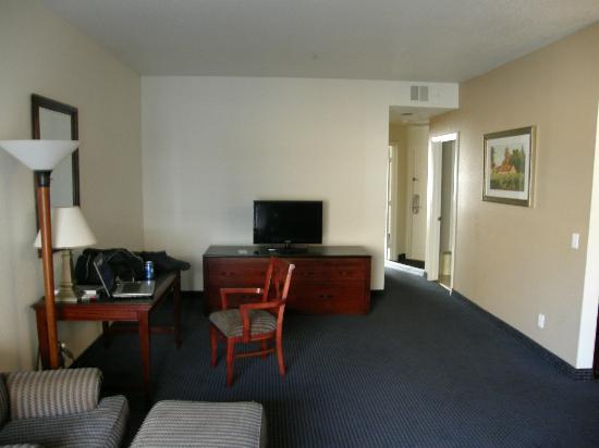 Quality Inn & Suites Oceanview: Living room t..v.