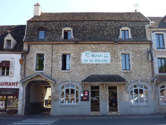 Hôtel de la Cloche : facciata principale sulla piazza