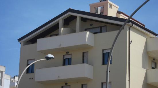 Residence Europa: Vista da strada delle due suite all'ultimo piano