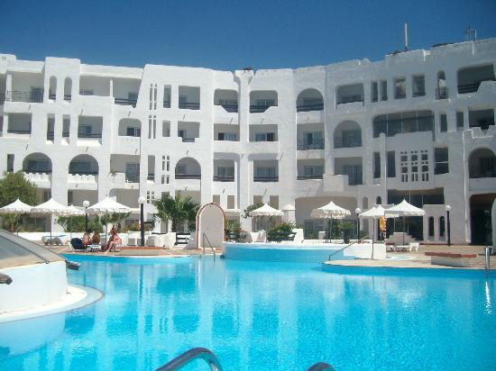 Yasmine Beach Resort: pool area