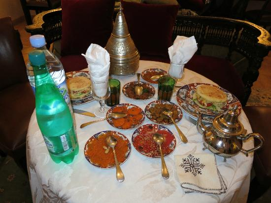 Riad Kniza: The amazing salads they served when we arrived late