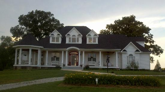 Morrison, TN: Beautiful view of the front of the house
