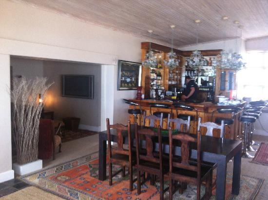 On the Beach Guesthouse, B&B, Suites: The bar, at the comum area
