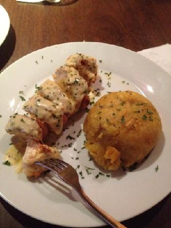 Dieguito And Markitos: chicken breast in cheese and wine sauce with mofongo