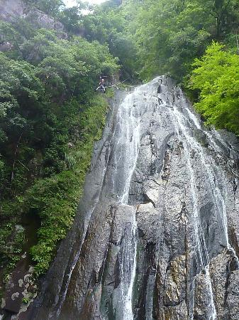 Wakuwaku Adventure -Day Tours: Zipping down the 40m waterfall