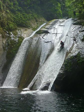 Wakuwaku Adventure -Day Tours: Sliding the big 15m waterfall
