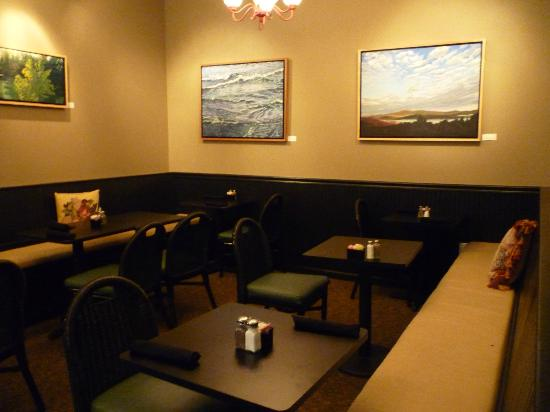 The Red Pepper: Indoor dining alcove