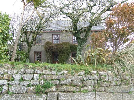 Trelew Farm : A lovely, Cornish farmhouse
