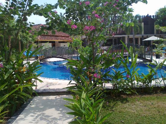 LPP Garden Hotel : Pool and Gardens