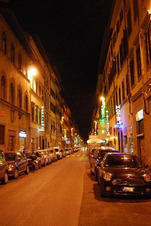 Hotel Elite: Street