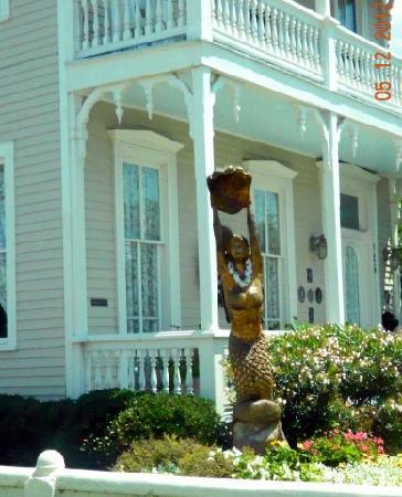 Tree Sculptures : mermaid tree sculpture