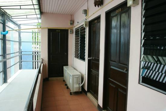 Lanna Discovery Guesthouse : 3/F, a/c rooms