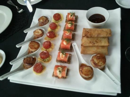 Oakdene Vineyards Restaurant: Oakdene Wedding - Roaming Canapes