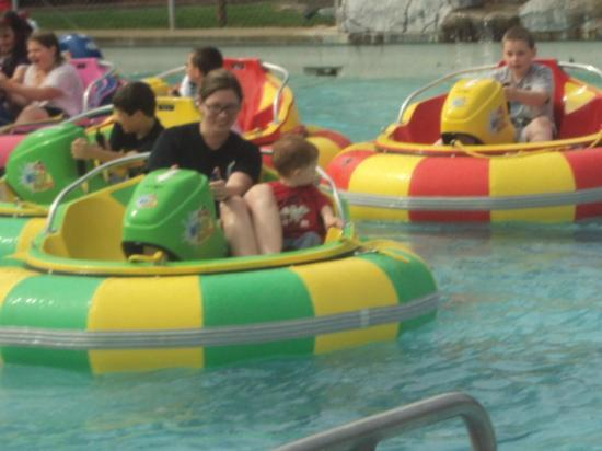 Family Fun Center & Bullwinkle's Restaurant : Bumper Boats