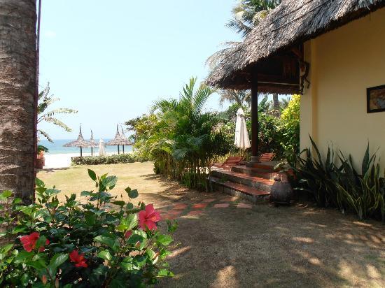 Bao Quynh Bungalow: Beachfront Bungalow