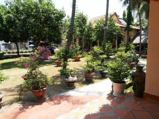 Bao Quynh Bungalow: Beautiful grounds