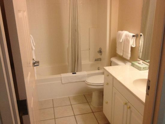 ‪‪Extended Stay America - Dallas - Farmers Branch‬: Bathroom‬