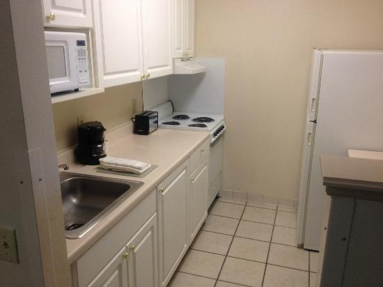 ‪‪Extended Stay America - Dallas - Farmers Branch‬: Kitchen Area‬