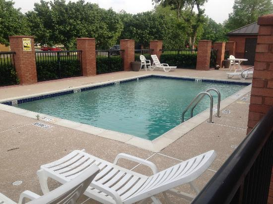 Extended Stay America - Dallas - Farmers Branch: Pool Area (May 2012)