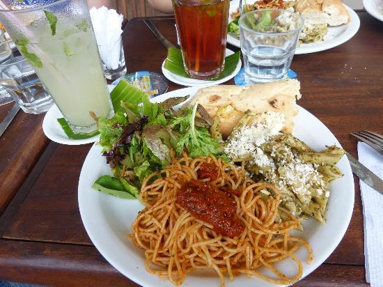 Lilly's Cafe: The food is fresh, with great variety and flavour!