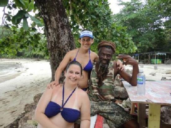 Port Antonio, Jamajka: Ja Tiger, traci and Becky at Winnifred