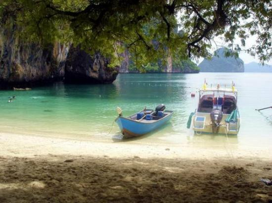 Krabi Kayak: At one of the islands in the bay