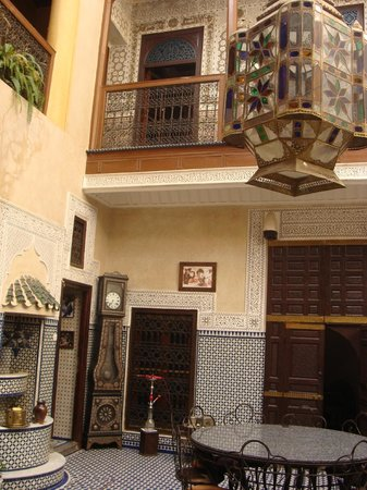 Riad Dar Elghali: Très belle décoration traditionnelle.