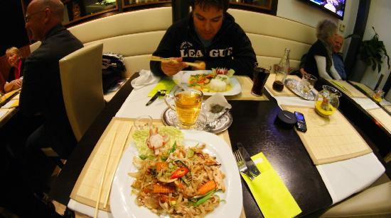 Nam Viet: Noodles with chicken