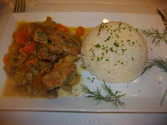 chez Louisette : Veal au riz.