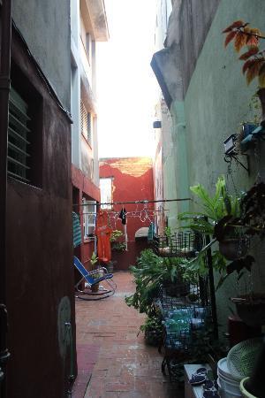 Casa Maura Habana Vieja: El patio que pudiamos salir desde la habitacion tambien.