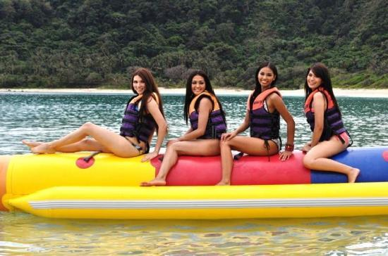 Hannah's Beach Resort and Convention Center: Ms. Earth Candidates Enjoying a Ride