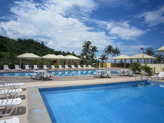 Hannah's Beach Resort and Convention Center: Swimming Pools