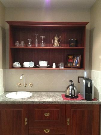 Bli Bli House Luxury Accommodation: Kitchenette. Great single cup coffee machine!