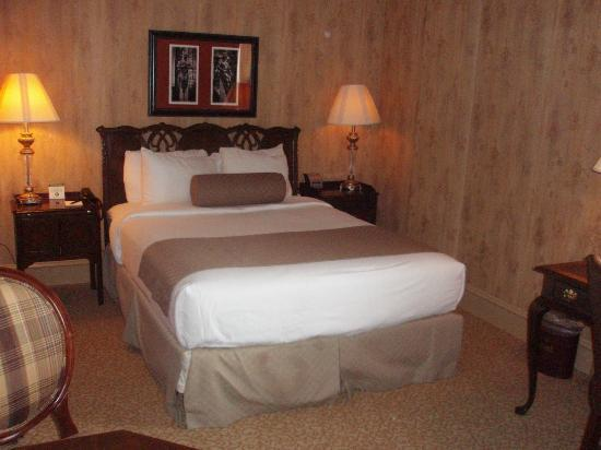 The Dunhill Hotel : Bedroom