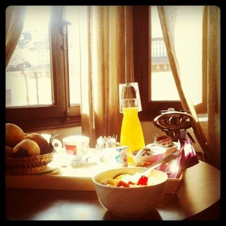 Belludi 37: desayuno completo en la habitacion. Deliciosooo