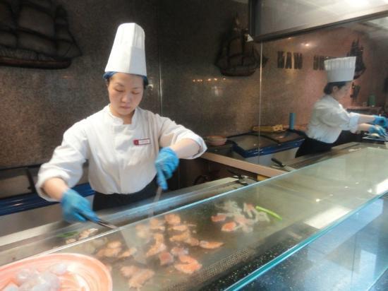WIng Wah World Buffet: carne e pesce alla piastra prima...