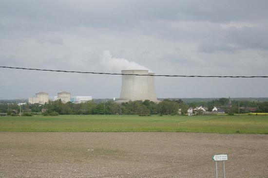 La Ferme des 3 Maillets : La jolie centrale nucléaire d'Avaray