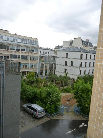 Mercure Paris Bastille Saint Antoine: View from room-small green space