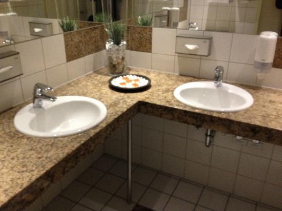 NH Oberhausen: öfftl. Toiletten