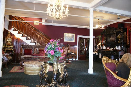 Queen Anne Hotel: Lounge with tea & Coffee