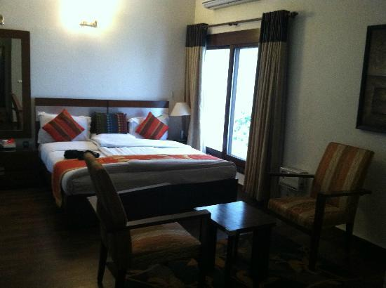 Ahuja Residency Golf Links: Room