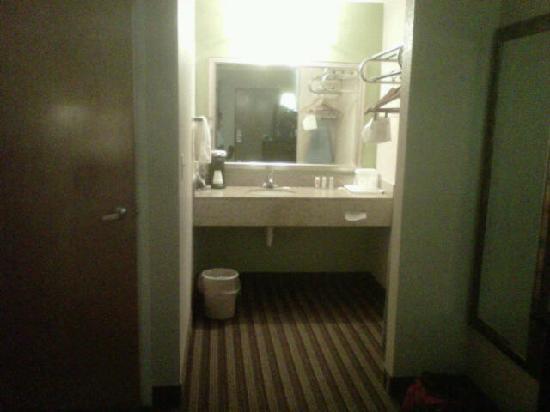 Quality Inn : Room Photos 2 of 3