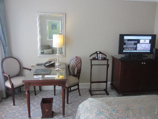 The Ritz-Carlton, Istanbul: Schreibtisch