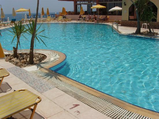Palm Bay Hotel Studios : Hotel Pool