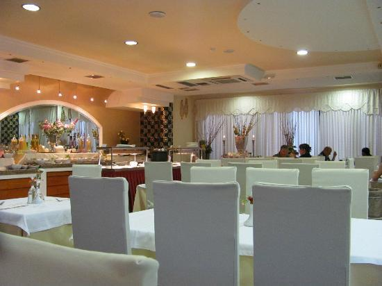 Mediterranean Resort: Restaurant