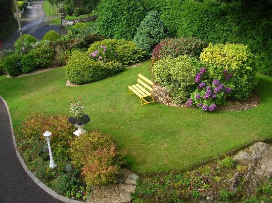 Ard na Greine: side garden