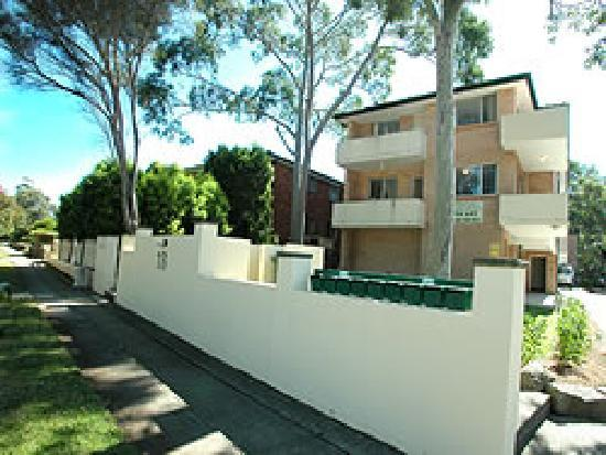 Waldorf Apartments North Parramatta: Exterior